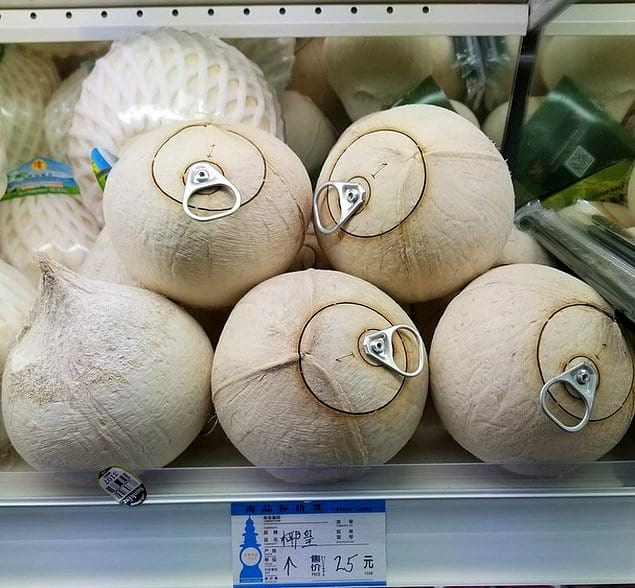 И кокосовая вода, которую можно испить прямиком из кокоса, а не из каких-то там жестяных банок