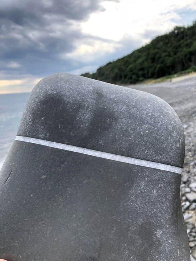 Как вам идеальная полоска кварца на камне?
