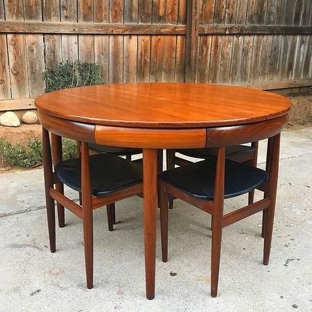 Как же идеально стулья подходят к столу 😍