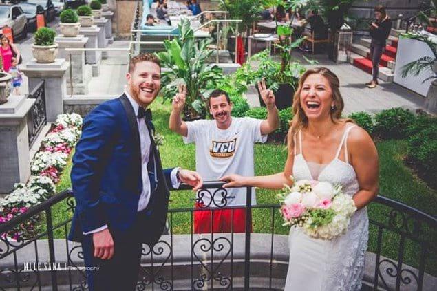 Когда Адам Сэндлер вдруг появился на вашей свадебной фотографии!