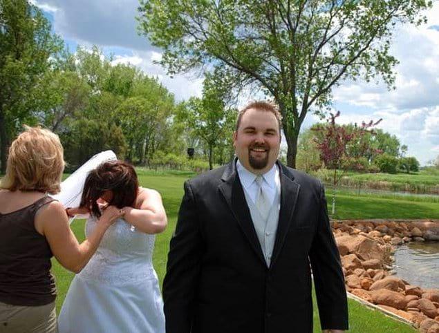 """""""Мой муж решил сфотографироваться именно в тот момент, когда какая-то букашка залезла под мое платье, и мы с визгом пытались ее достать"""""""
