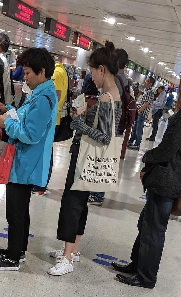 Она думает, что это смешно, но службы безопасности вряд ли с ней согласятся