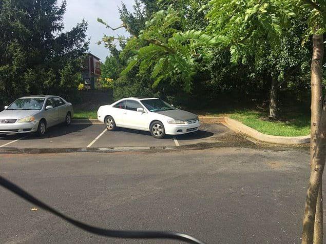 Просто некоторые люди обделены и умом, и навыками парковки 👌
