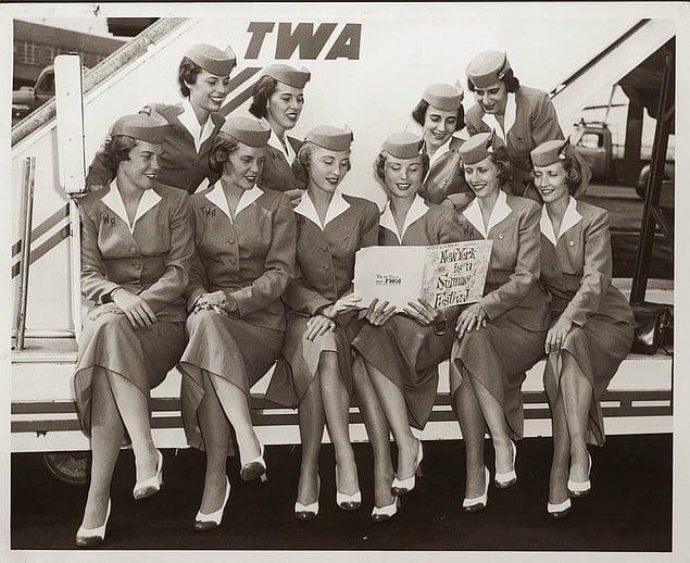Пять пар стюардесс-близняшек снимаются в рекламе авиакомпании «Trans World Airlines». США. 1956 год.