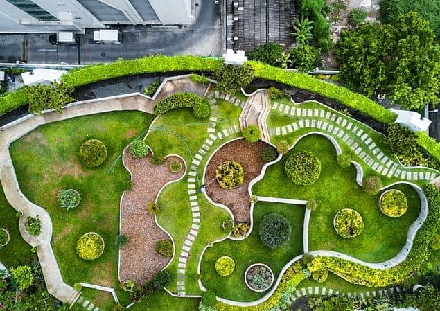Роскошный сад в центре Бангкока.