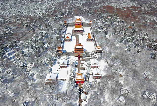 Шэньянский Бэйлин после обильного снегопада.