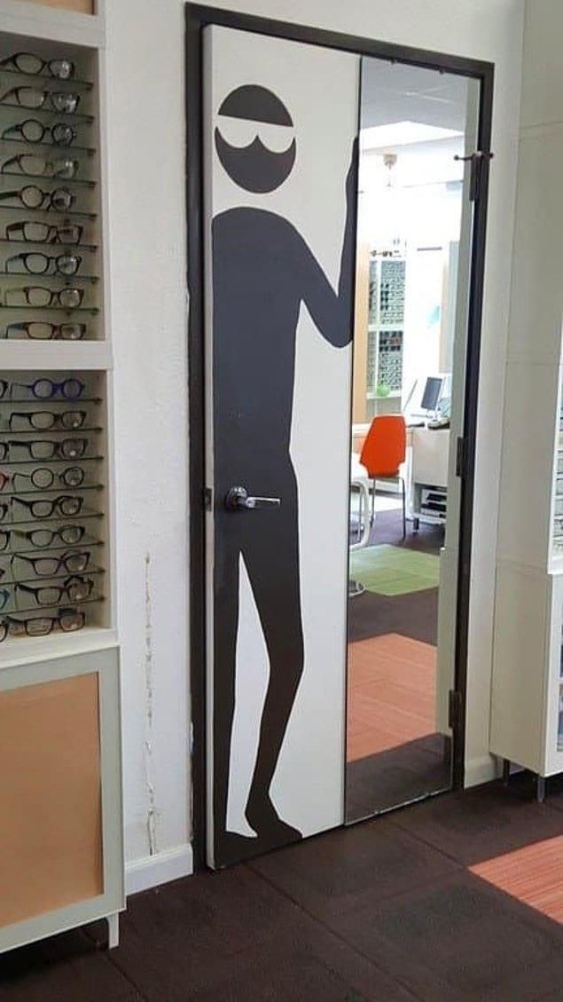 Странноватое расположение дверной ручки, однако...