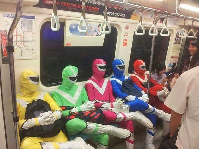 Там даже супергерои ездят на метро, ибо пробки повсюду, а битвы со злом не ждут