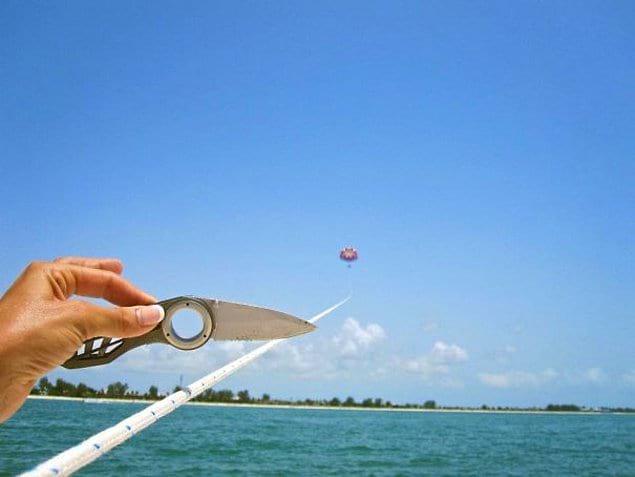 """""""Вчера мы решили попробовать полетать на водном парашюте и попросили человека, оставшегося на лодке, сделать наше фото. И вот, собственно, что мы обнаружили на телефоне"""""""