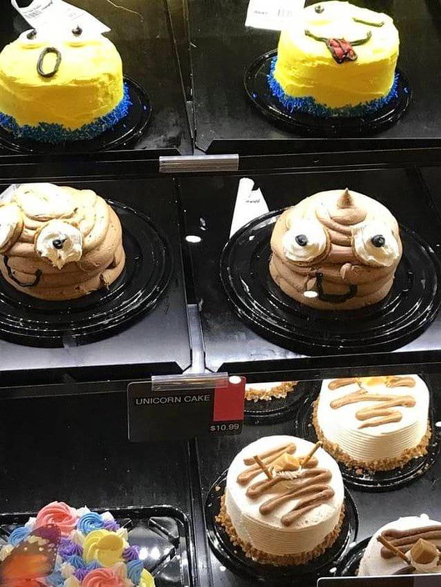 """Вот эта вот какашка с глазами в среднем ряду заявлена как торт """"Единорог"""""""