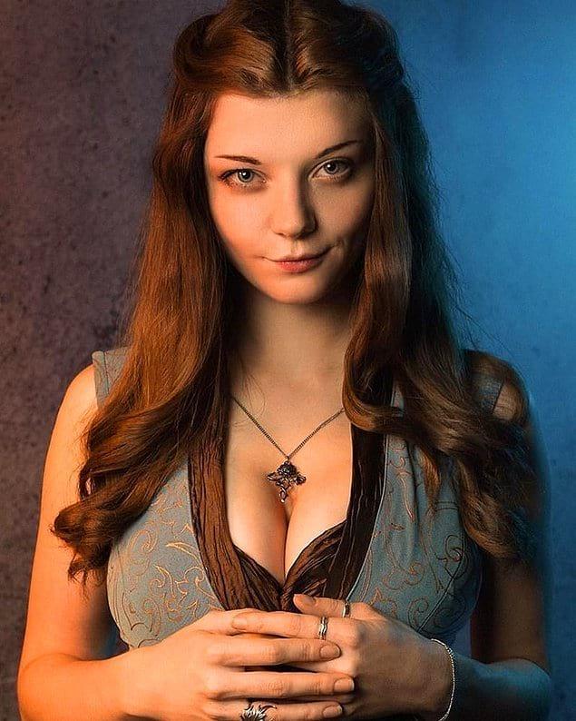 А это косплеерша Ксения Шелковская в образе Маргери Тирелл. Не отличить от оригинала. Поразительно!