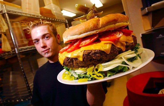 Американцы едят фастфуд
