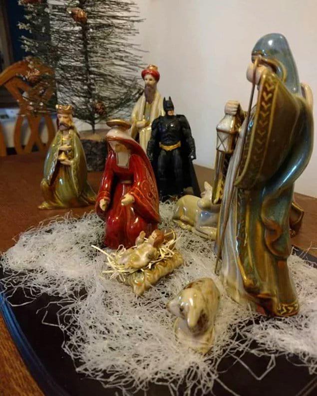 Бэтмен тоже присутствовал при рождении Христа