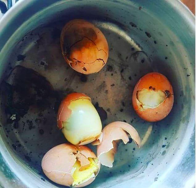 Эти яйца действительно сварены вкрутую