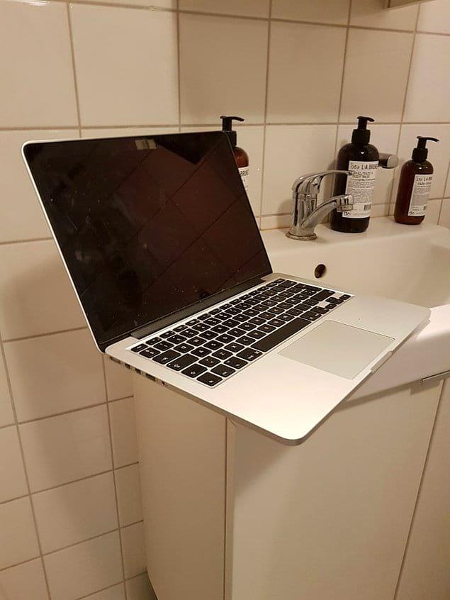 Ноутбук самого богатого человека на Земле. Его не страшат цены на новые продукты Apple.
