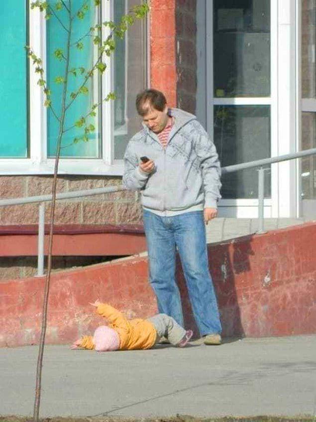 """""""О, сын упал. Надо в Инсту выложить"""""""