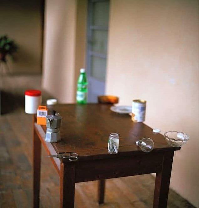 Попробуйте спокойно лицезреть этот стол. Мы не можем.