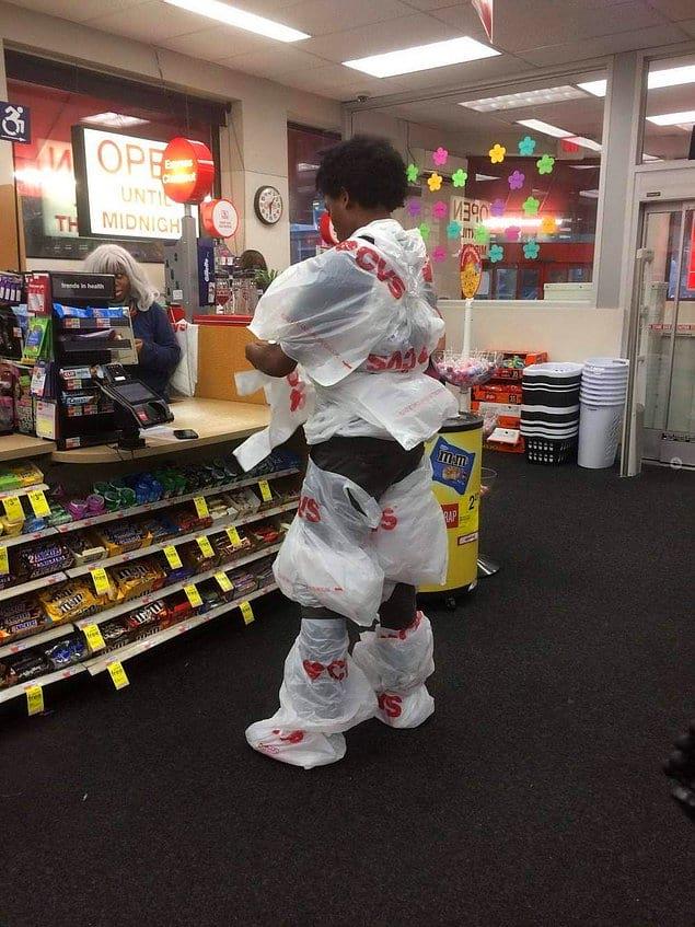 """""""Встретимся в супермаркете. Я буду в костюме пакетика"""""""