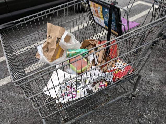 Вытащить мусор из машины и оставить в тележке? Да запросто