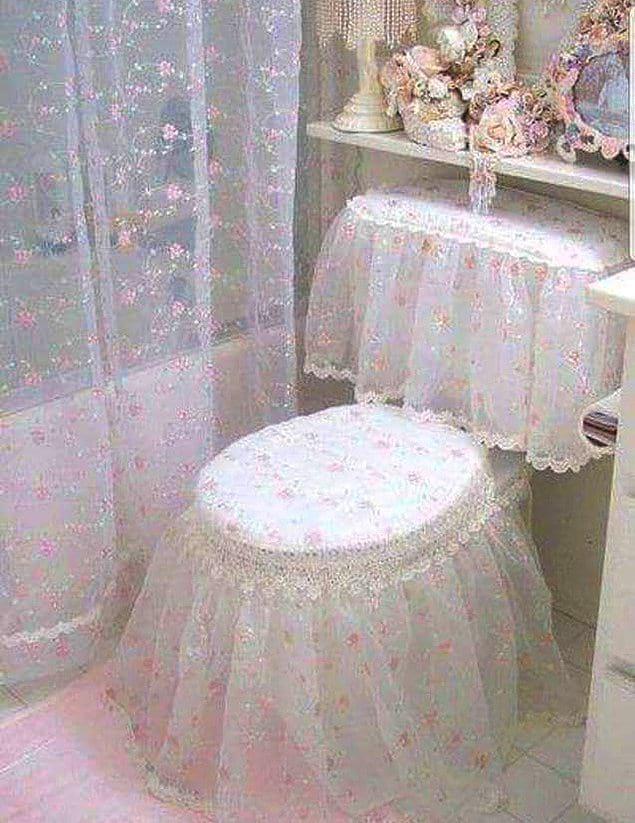 И вот вам унитаз в облачении невесты напоследок