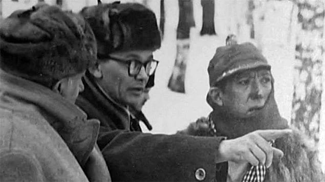 Леонид Гайдай и Юрий Никулин обсуждают детали съемки фильма «Операция «Ы» и другие приключения Шурика».