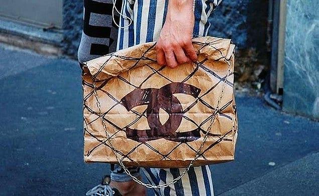 Не хватает на сумочку от Chanel? Бумажный пакет и карандаш вам в помощь