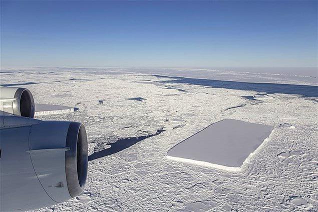 Подобные типы айсбергов с ровной поверхностью обычно имеют края очень разнообразных форм. Формирование прямоугольного айсберга в данном случае стало основой для изучения возможных причин его появления.