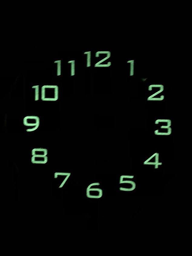 Стрелки у часов не светятся. Гениально
