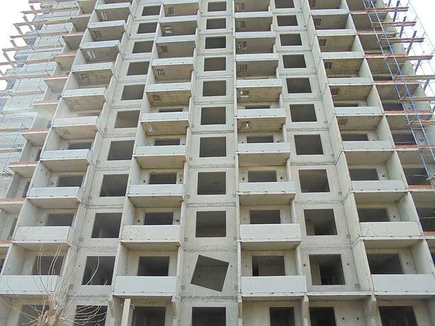 Вот такой в Барнауле строительный креатив (присмотритесь к окнам)