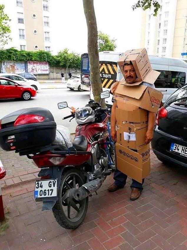 Благодаря такому костюму вы можете мгновенно превратиться в робота в момент внезапной катастрофы :)
