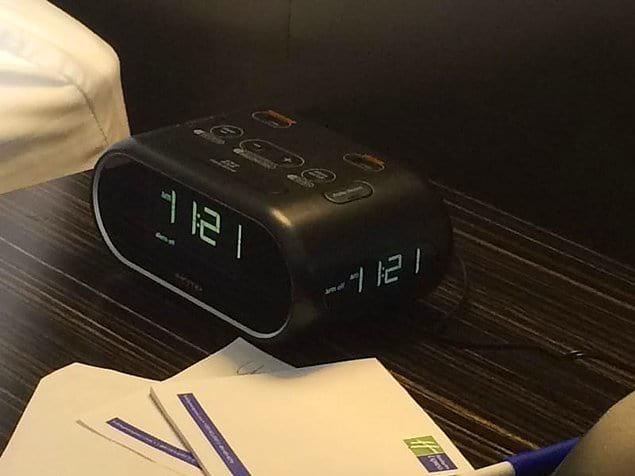 Часы, показывающие время со всех сторон.