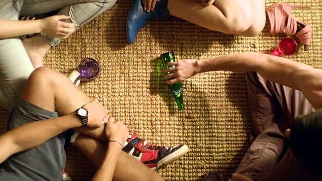 Чем вы толще, тем больше у вас шансов того, что при игре в «Бутылочку» бутылка покажет на вас.