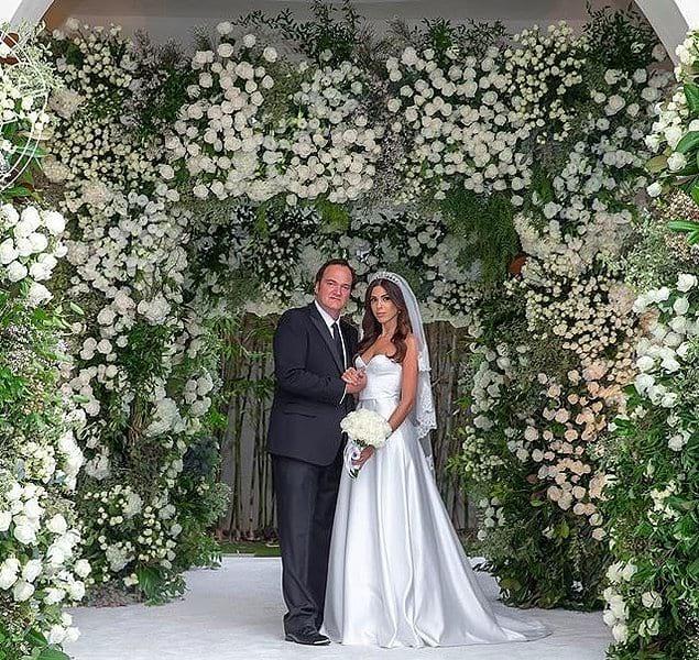 Еще одним очень обсуждаемым моментом является тот факт, что известный режиссер женился, проведя обычную церемонию свадьбы.