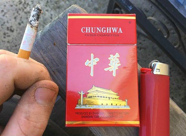 Китайцы курят сто тысяч сигарет в секунду