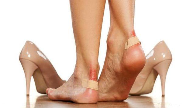 Классика: у каждой женщины в гардеробе есть туфли, которые страшно неудобные, но такие красивые