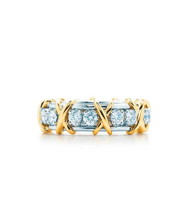 Кольцо, каждый камень которого тщательно и аккуратно выбран и обработан: