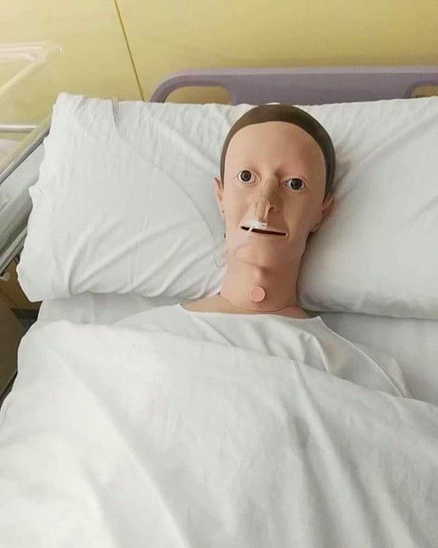 Кому-нибудь еще привиделся Марк Цукенберг в этом пластмассовом пареньке?