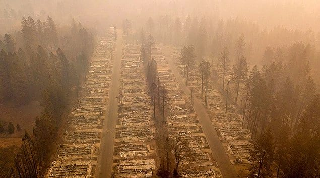Один из районов города Парадайс в Калифорнии, полностью уничтоженного лесным пожаром.