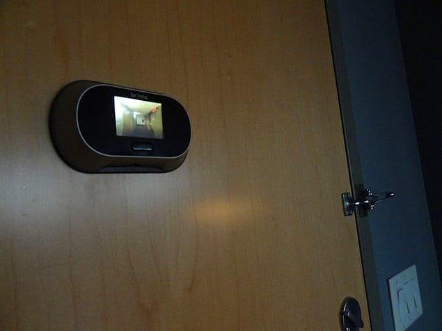 С такой камерой нежданные посетители не застанут гостя врасплох.