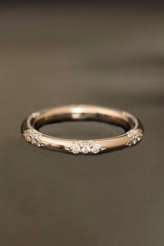 Те, кто любит тонкие и нежные кольца, найдут больше, чем искали:
