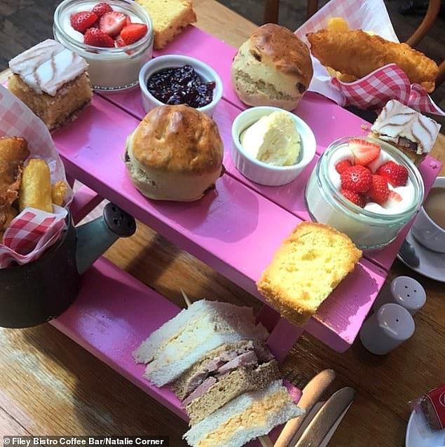 А вот в бистро и кафе-баре Filey в Йоркшире еду обычно приносят на мини-столиках для пикника: