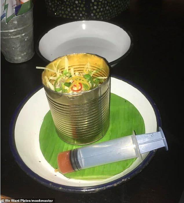 Фруктового салата из папайи в банке недостаточно! Нужно еще соус подать в медицинском шприце!