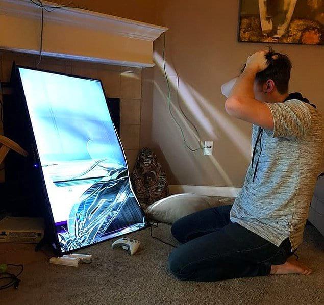 Иногда проигрыш в игре заканчивается необходимостью покупки нового ТВ