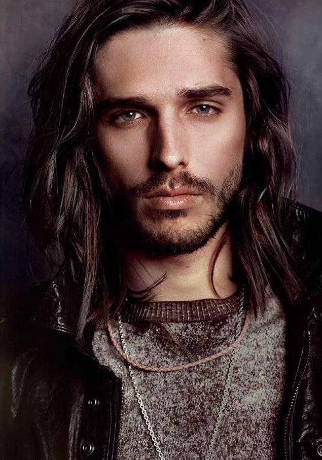 Как по-вашему, длинные волосы придают мужчинам таинственности?
