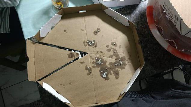 Коробка из-под пиццы превращается, коробка из-под пиццы превращается... в супер удобные одноразовые тарелки!