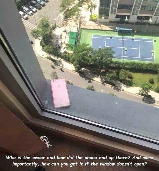 """""""Кто владелец и как телефон туда попал? И, что самое важное, как его достать, если окно не открывается?"""""""