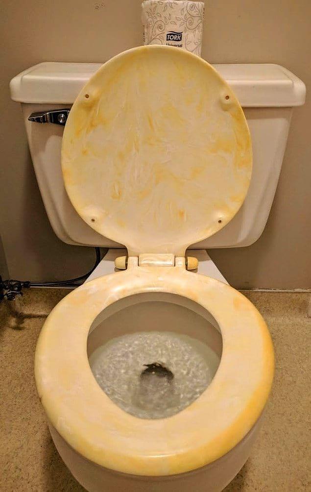 Все-таки стульчак под желтый мрамор смотрится так себе...