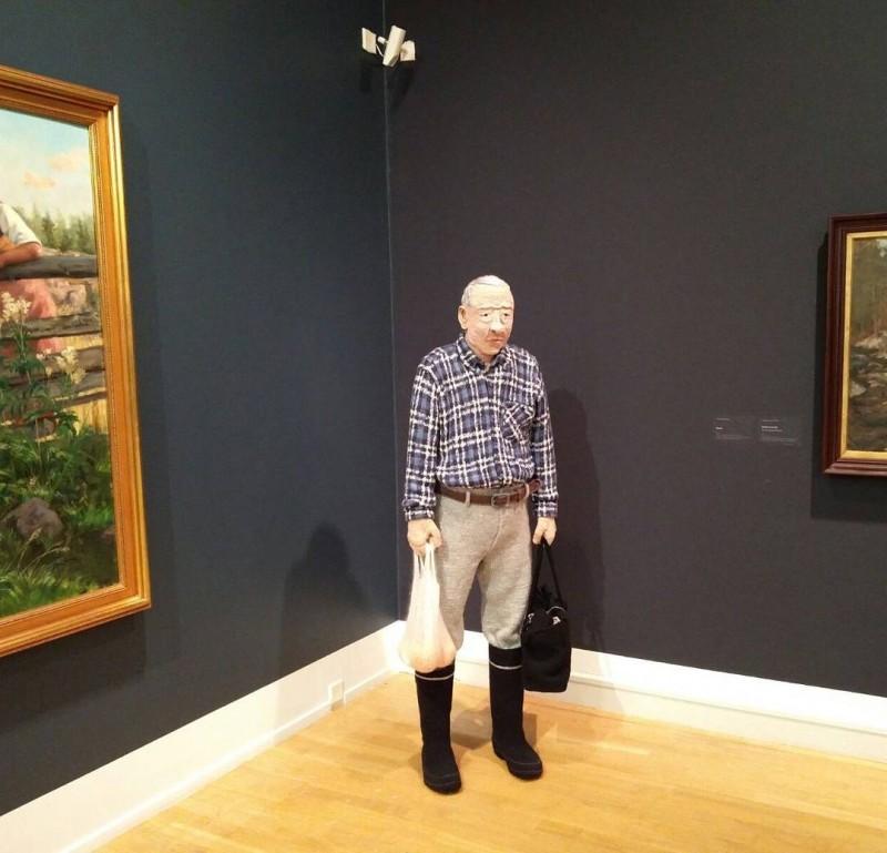 14 работ финской художницы, которая вяжет людей и даже целые комнаты